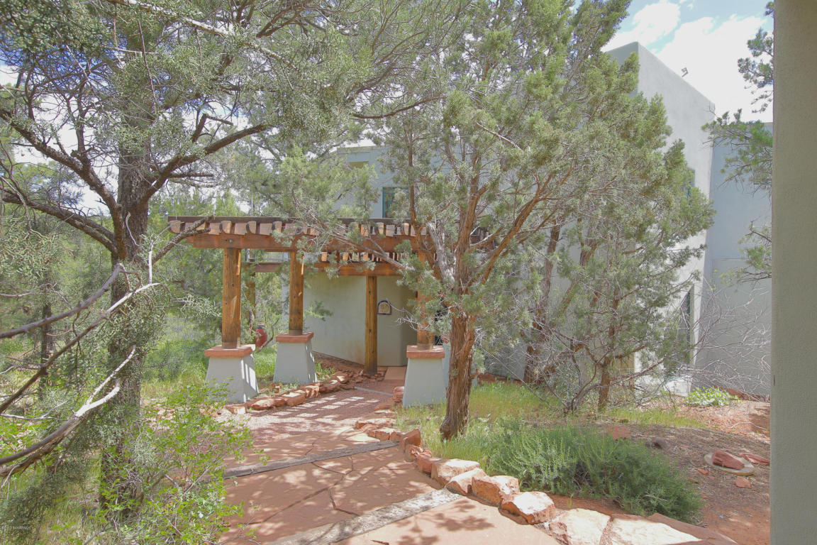 Moradia para Venda às Southwestern Split Level Home 1960 Red Rock Loop Rd Sedona, Arizona, 86336 Estados Unidos