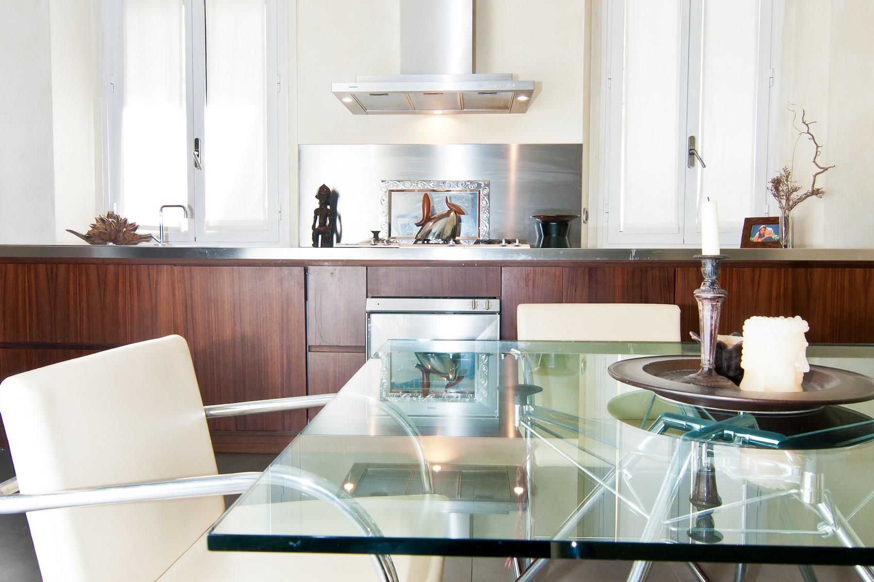 Villa per Vendita alle ore Appartamento di Charme con terrazzo Via Della Signora Milano, Milano 20121 Italia