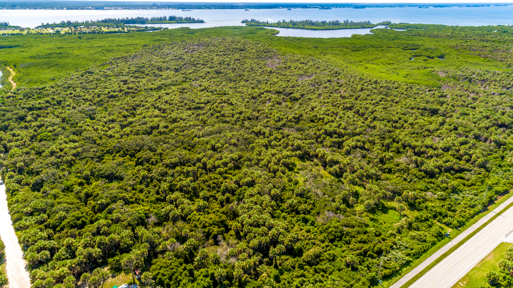Additional photo for property listing at Beautiful Homesite Near Beaches 9454 S. Highway A1A Melbourne Beach, Florida 32951 United States