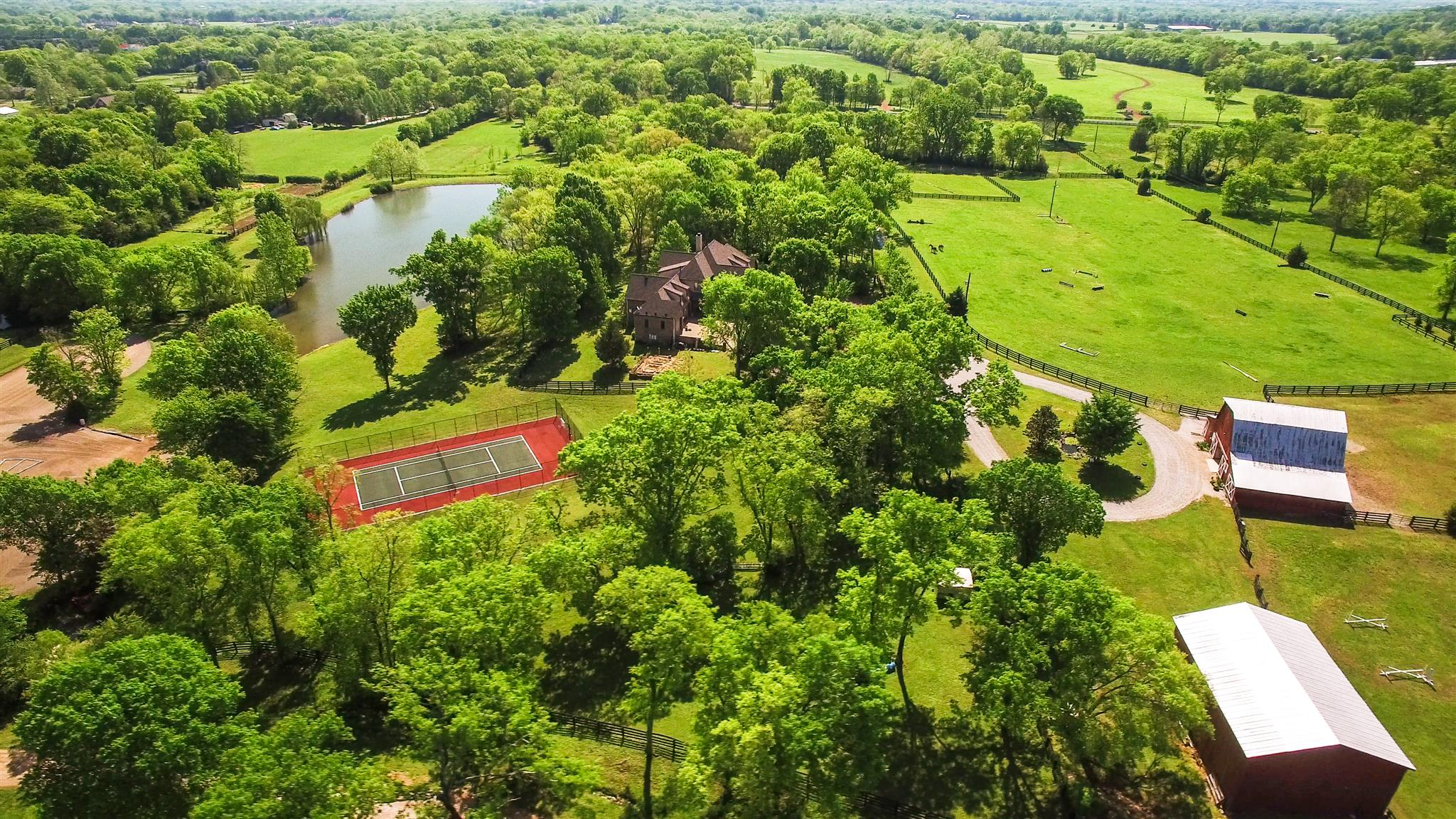 Terrain pour l Vente à Old Hickory Farm on 30 Acres 1702 Old Hillsboro Road Nashville, Tennessee, 37069 États-Unis