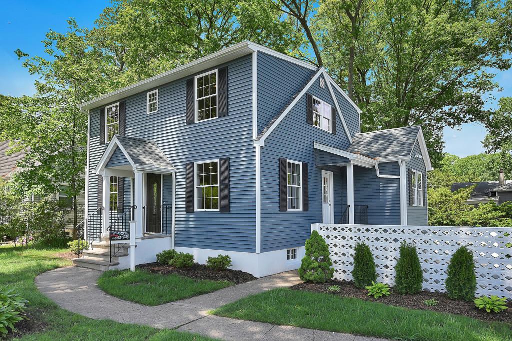 Casa Unifamiliar por un Venta en Impressive New Construction. 111 Lincoln Place Waldwick, Nueva Jersey 07463 Estados Unidos