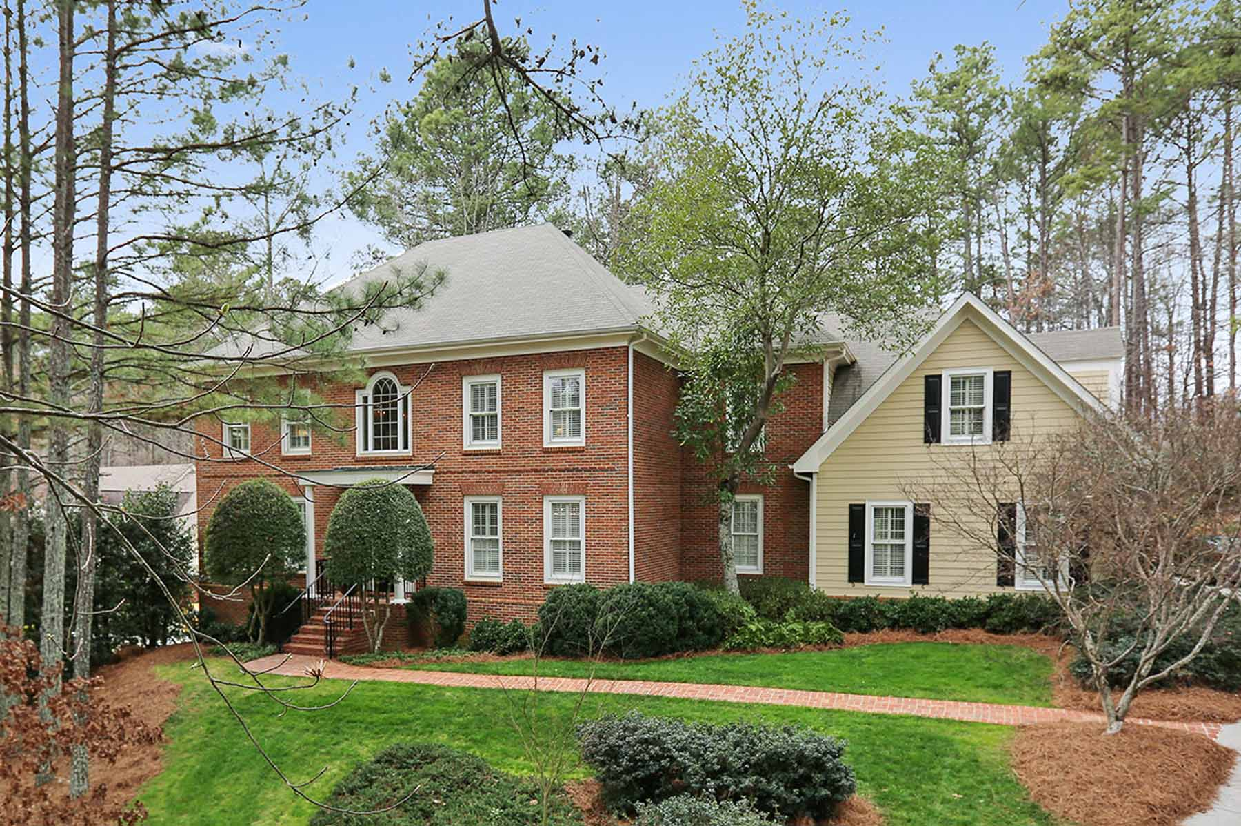 Moradia para Venda às Beautiful Brick Home In Popular Johns Creek 730 Buttercup Trace Johns Creek, Geórgia, 30097 Estados Unidos