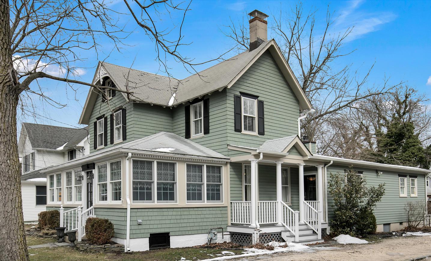 Maison unifamiliale pour l Vente à Impressive Rumson Victorian 160 E. River Rd. Rumson, New Jersey, 07760 États-Unis