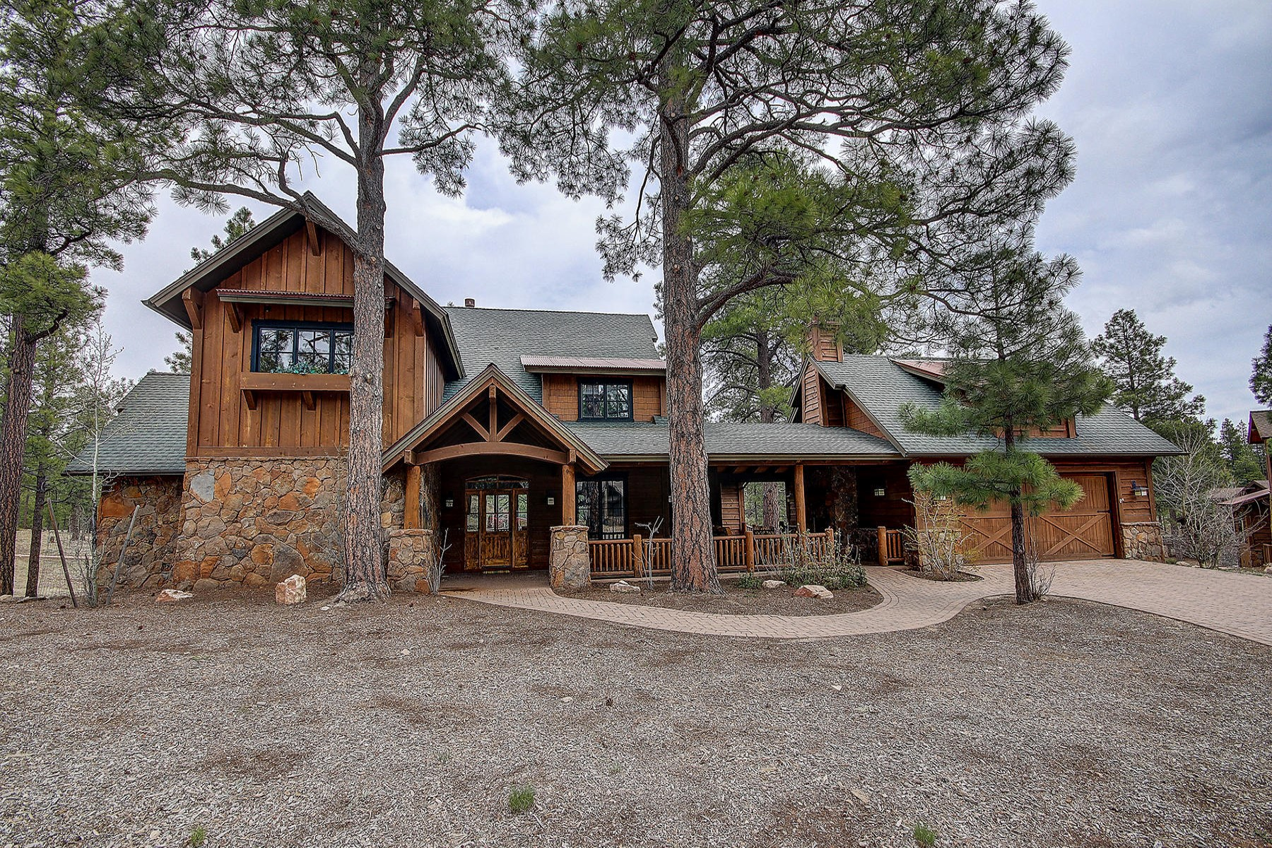 Single Family Home for Sale at Charming Flagstaff mountain retreat 2114 E Del Rae Dr Flagstaff, Arizona, 86005 United States