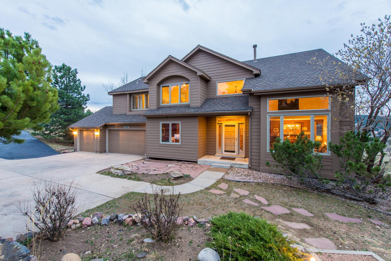 Maison unifamiliale pour l Vente à Comfortable Updated Home on a Quiet Setting 397 Monte Vista Road Golden, Colorado, 80401 États-Unis