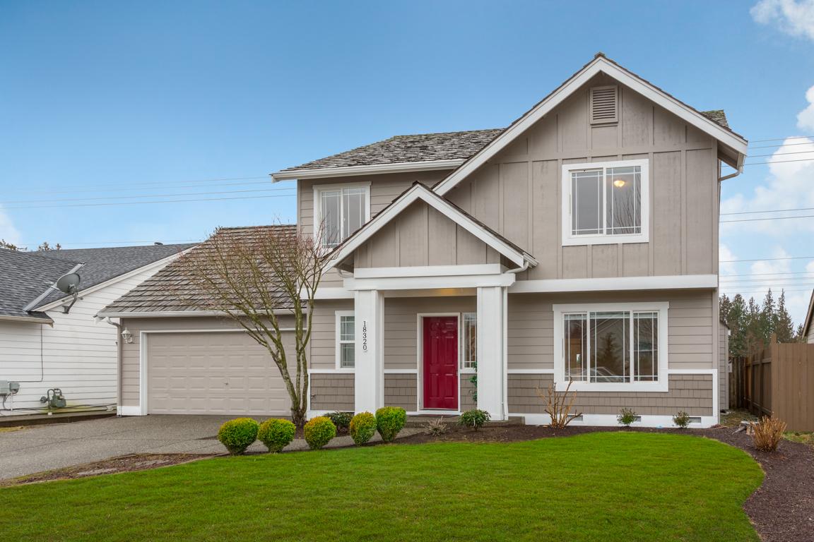 Casa para uma família para Venda às Pioneer Craftsman 18320 Greywalls Drive Arlington, Washington, 98223 Estados Unidos