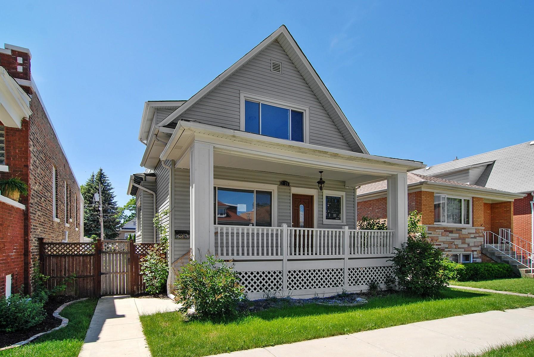Nhà ở một gia đình vì Bán tại Beautifully Renovated Home 2228 Highland Avenue Berwyn, Illinois, 60402 Hoa Kỳ