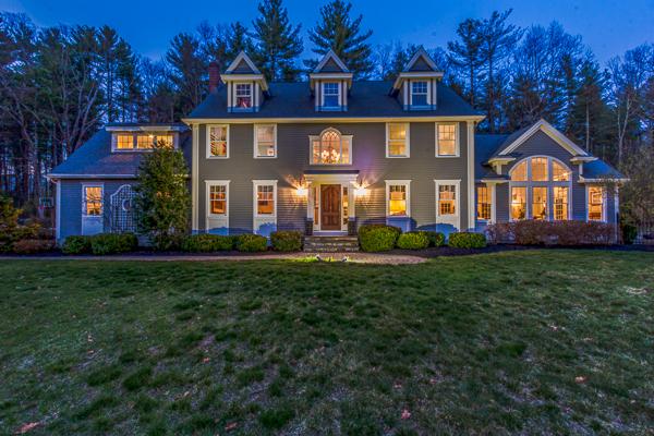 Casa para uma família para Venda às Elegant Colonial on Private Lot 14 Plumbley Road Upton, Massachusetts, 01568 Estados Unidos