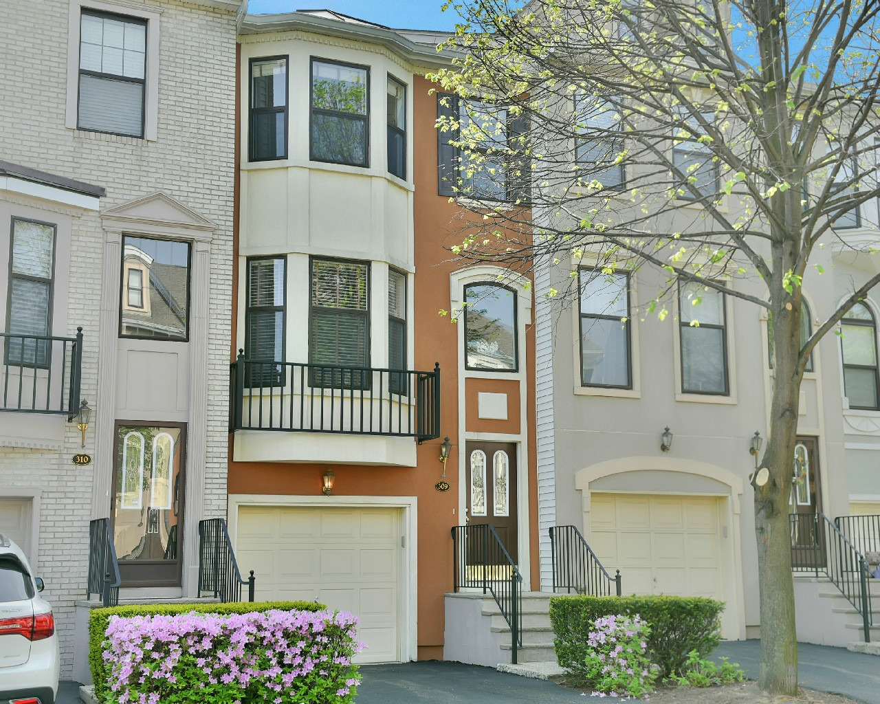 Townhouse for Rent at Cambridge Heights Townhouse 309 Wilshire Drive Nutley, New Jersey 07110 United States