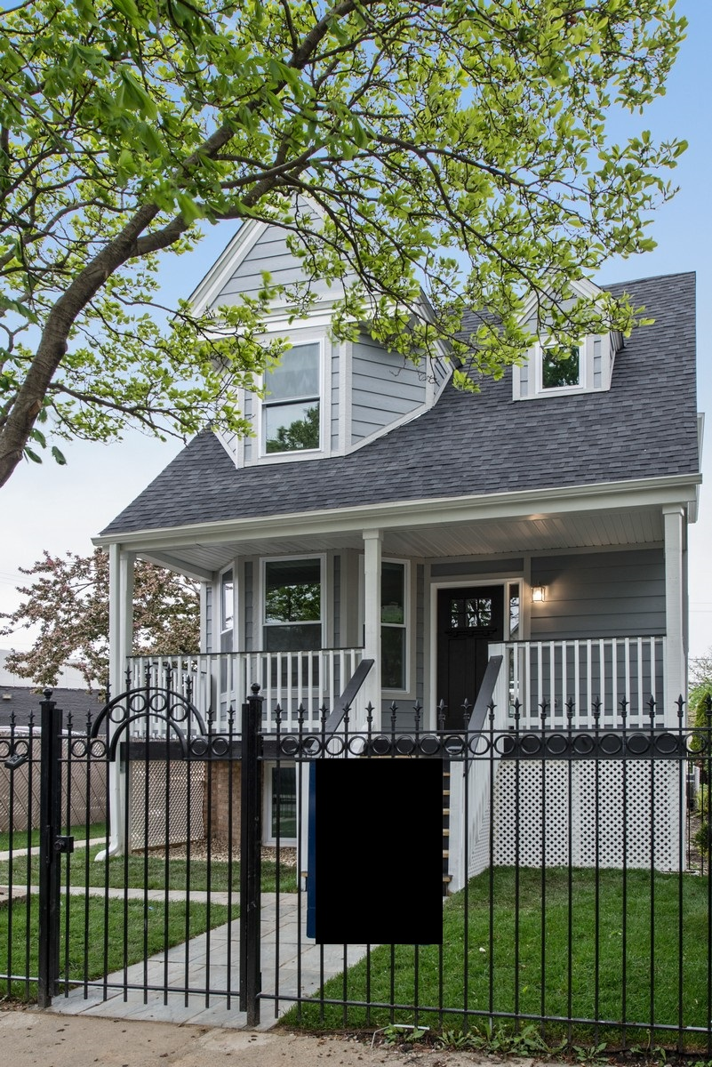 Single Family Home for Sale at Beautiful Victorian Home 4134 N Ridgeway Avenue Chicago, Illinois, 60618 United States
