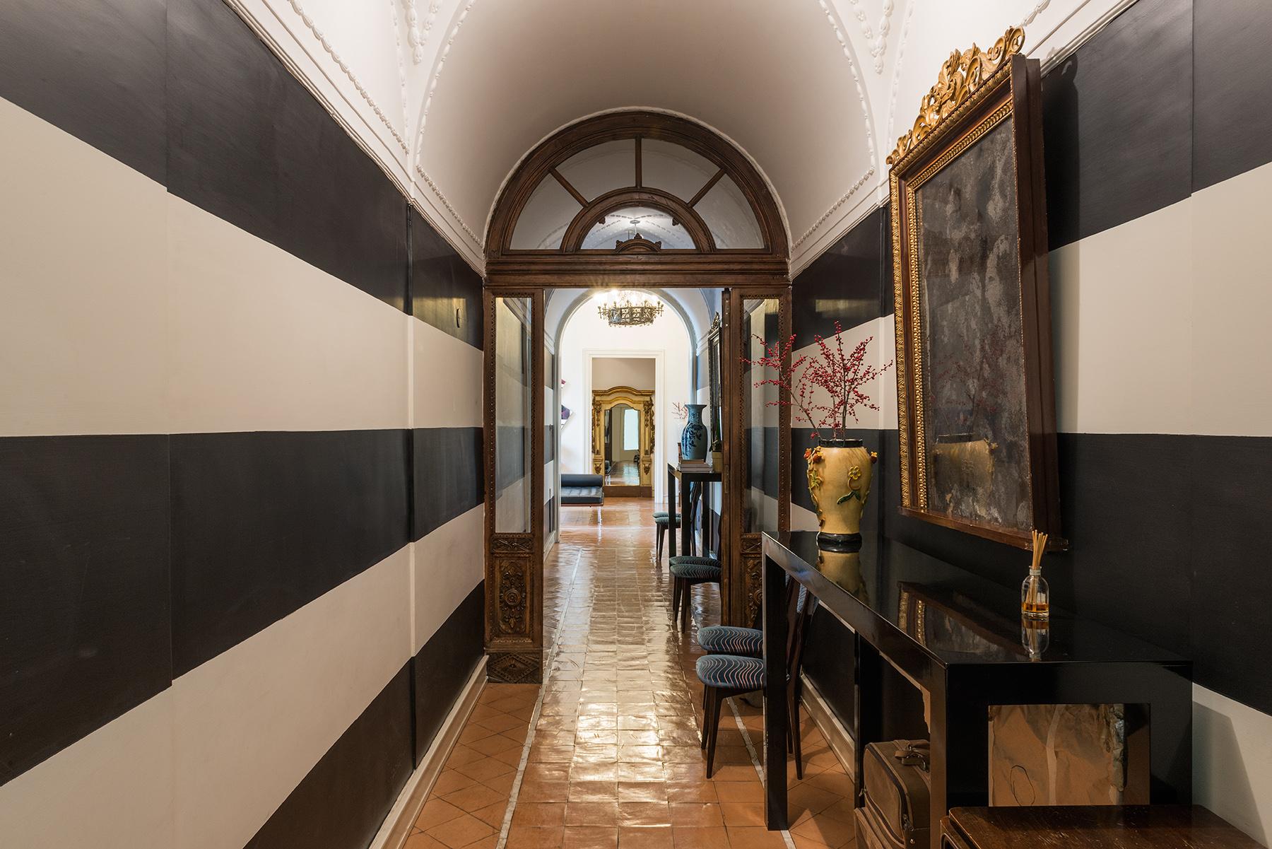 Appartamento per Vendita alle ore Magnifico appartamento con affaccio sulla Riviera di Chiaia Naples, Napoli 80121 Italia