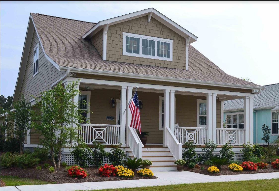 Casa Unifamiliar por un Venta en Custom Built Craftsman Cottage 811 Cades Trail Southport, Carolina Del Norte 28461 Estados Unidos