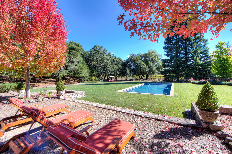 Maison unifamiliale pour l Vente à Serene Vineyard Hideaway 1212 Bennett Lane Calistoga, Californie, 94515 États-Unis