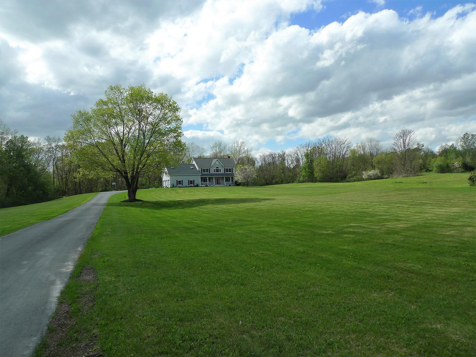 Casa Unifamiliar por un Venta en Custom Built Colonial in Hyde Park 148 Cream Street Poughkeepsie, Nueva York 12601 Estados Unidos
