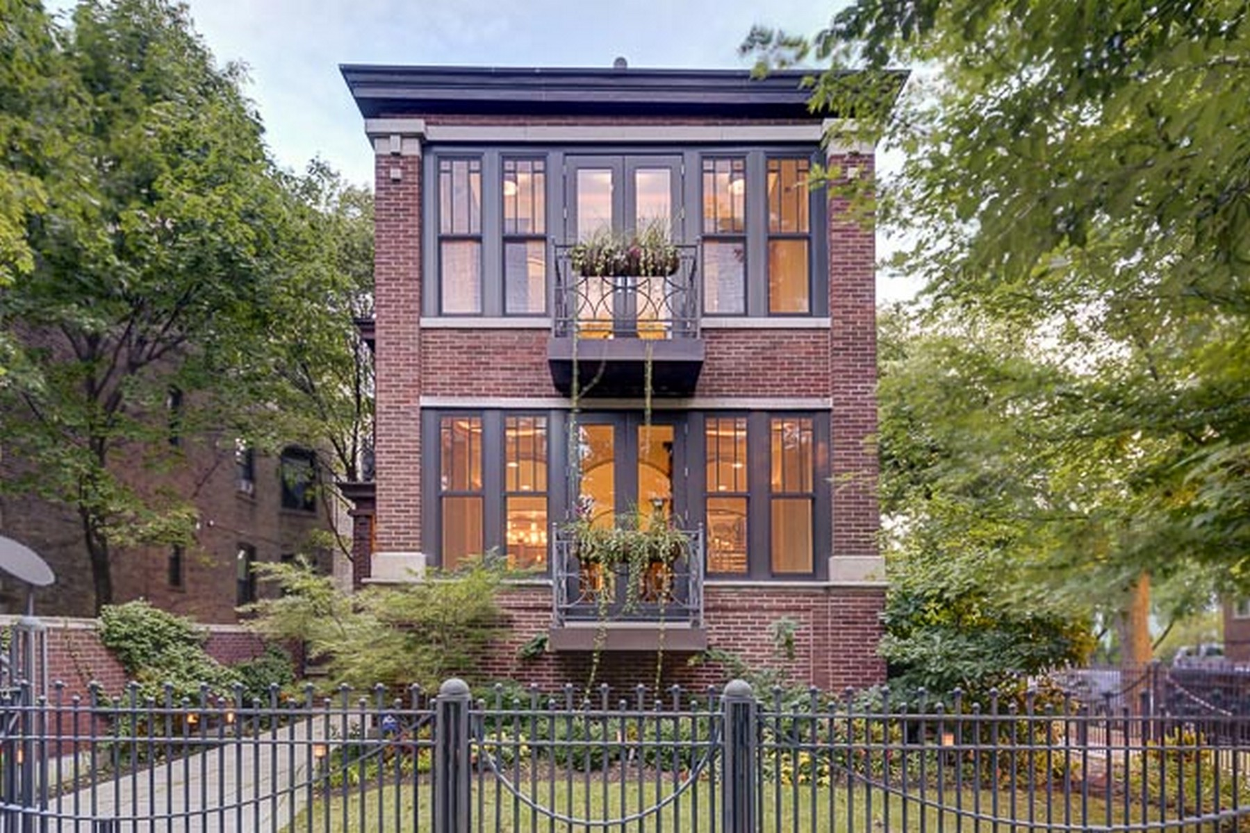 獨棟家庭住宅 為 出售 在 Stunning Renovation with Custom Features 1457 W Addison Street Lakeview, Chicago, 伊利諾斯州, 60613 美國