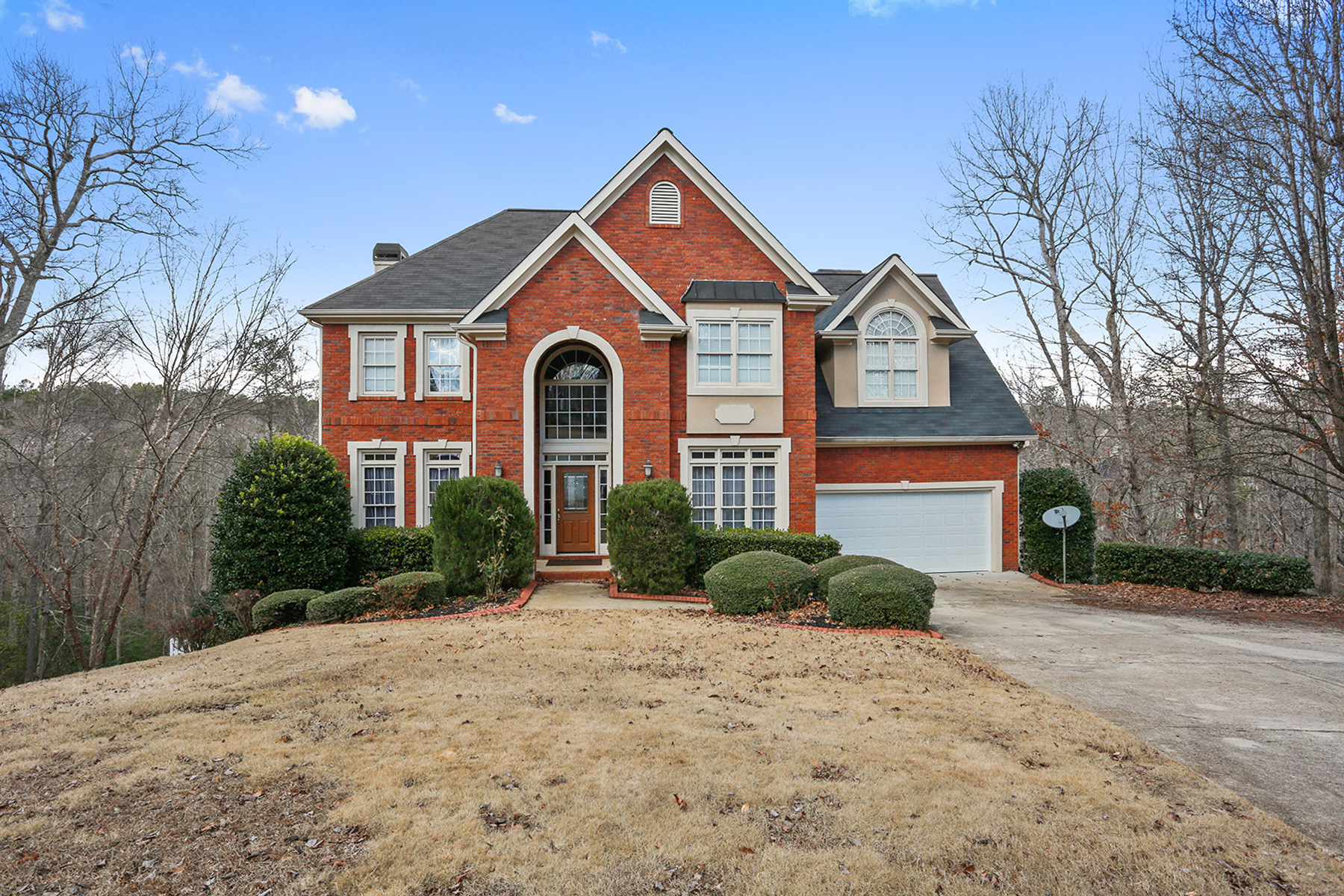 Casa para uma família para Venda às Golf Community Home With Pool 4965 Winterview Lane Douglasville, Geórgia, 30135 Estados Unidos