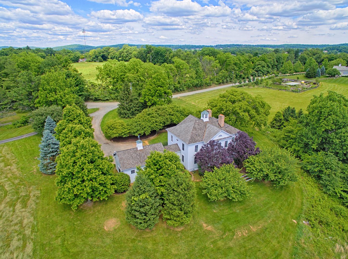 Villa per Vendita alle ore Clover Hill 15203 Clover Hill Rd Waterford, Virginia 20197 Stati Uniti