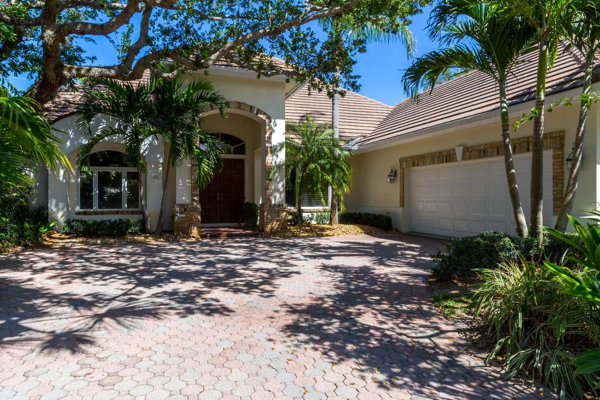 Maison unifamiliale pour l Vente à Indian River Shores Gem 130 N White Jewel Court Vero Beach, Florida, 32963 États-Unis