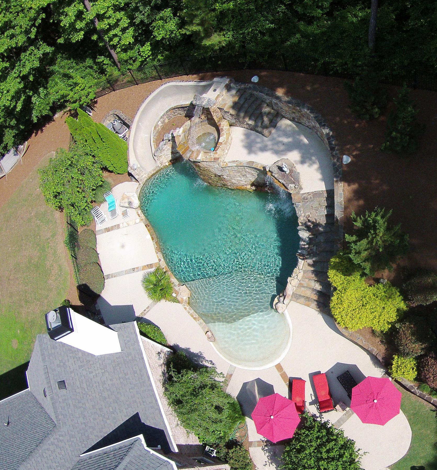 Maison unifamiliale pour l Vente à Executive Retreat with Amazing Pool, Seven Car Garage 440 Fawn Glen Drive Roswell, Georgia, 30075 États-Unis
