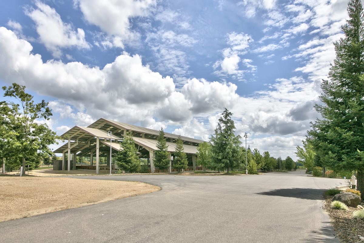 Частный односемейный дом для того Продажа на 7541 Sloughhouse Rd, Elk Grove, CA 95624 Elk Grove, Калифорния 95624 Соединенные Штаты