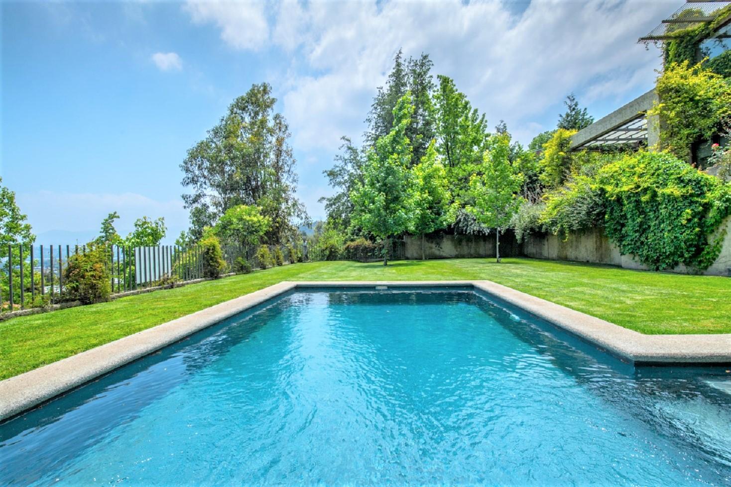 Casa para uma família para Venda às Hermosa propiedad con una vista espectacular Santiago, Santiago, Chile