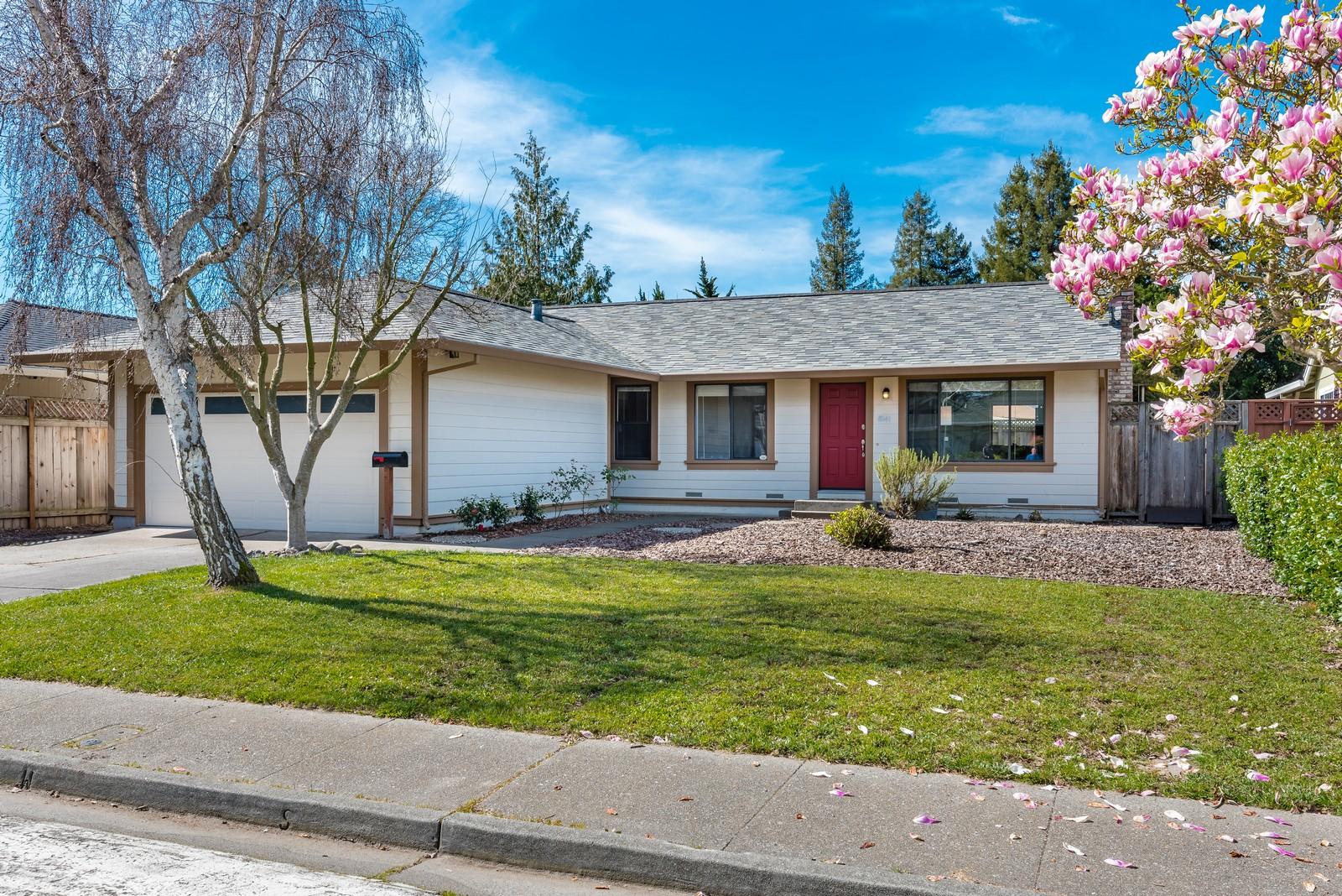 Частный односемейный дом для того Продажа на Cotati Charmer 8541 Lakewood Avenue Cotati, Калифорния 94931 Соединенные Штаты