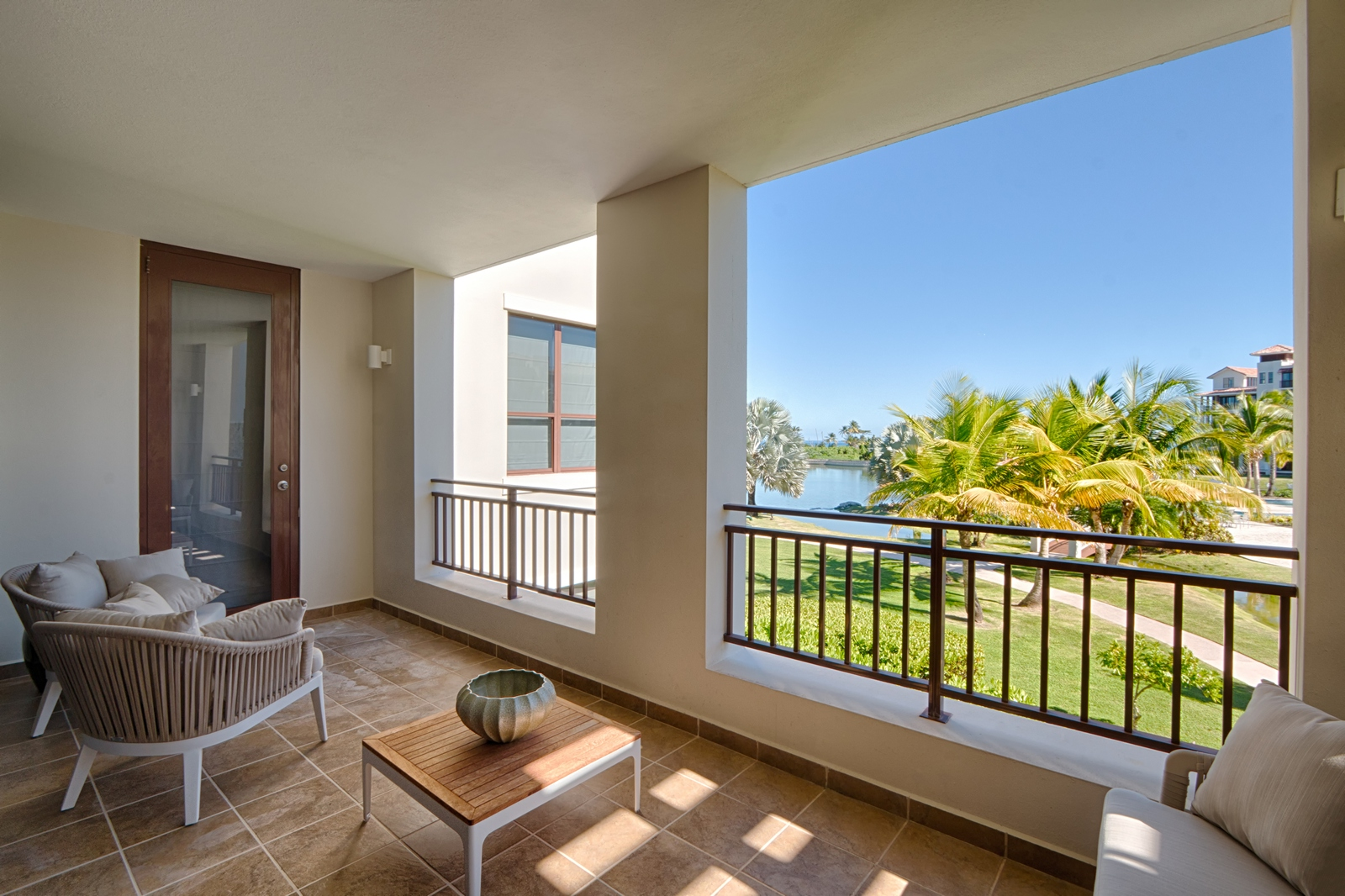 Кондоминиум для того Продажа на Residence 123 at 238 Candelero Drive 238 Candelero Drive, Apt 123 Solarea Beach Resort and Yacht Club Palmas Del Mar, Puerto Rico 00791 Пуэрто-Рико