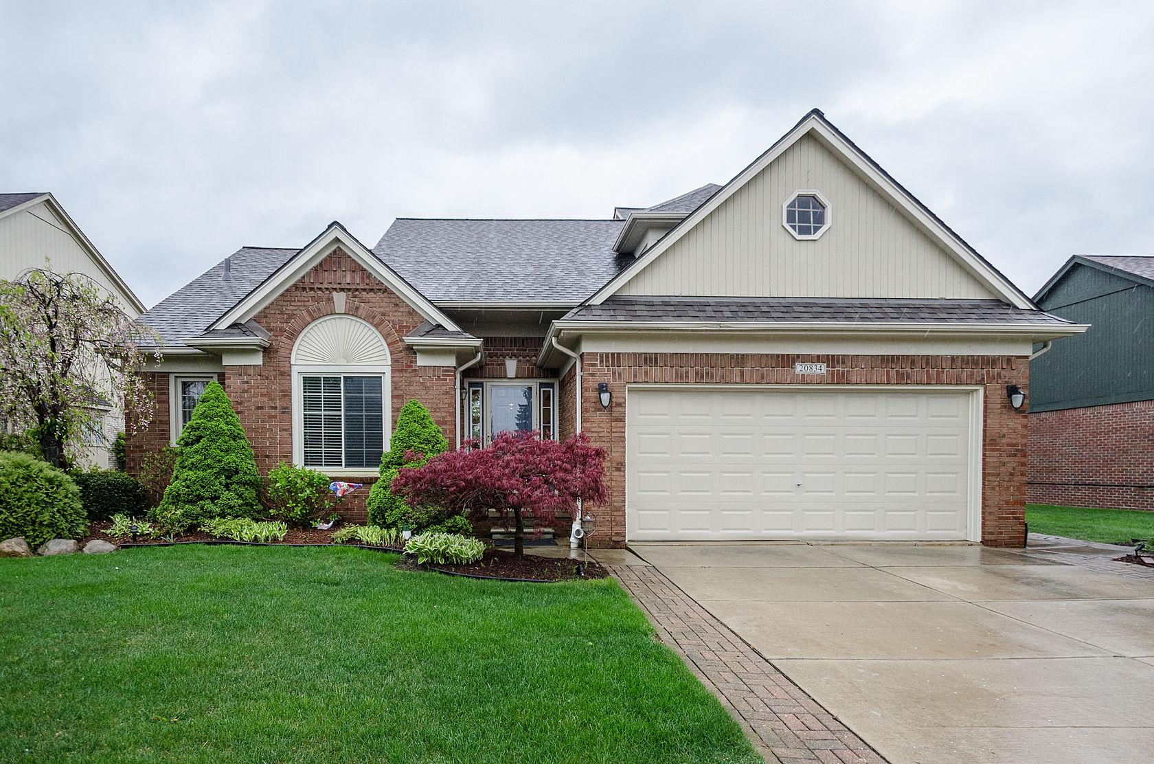 Nhà ở một gia đình vì Bán tại Macomb Township 20834 Summerfield Drive Macomb Township, Michigan, 48044 Hoa Kỳ