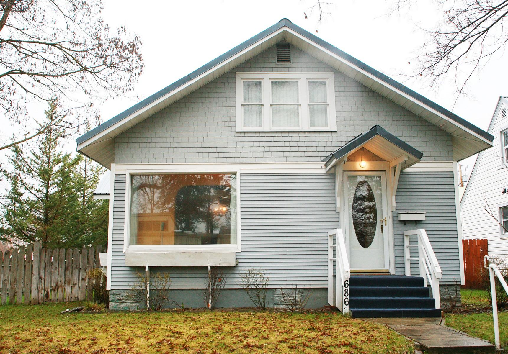 Maison unifamiliale pour l Vente à 686 2nd Ave East North, Kalispell, MT 59901 686 2nd Ave Ea Kalispell, Montana, 59901 États-Unis