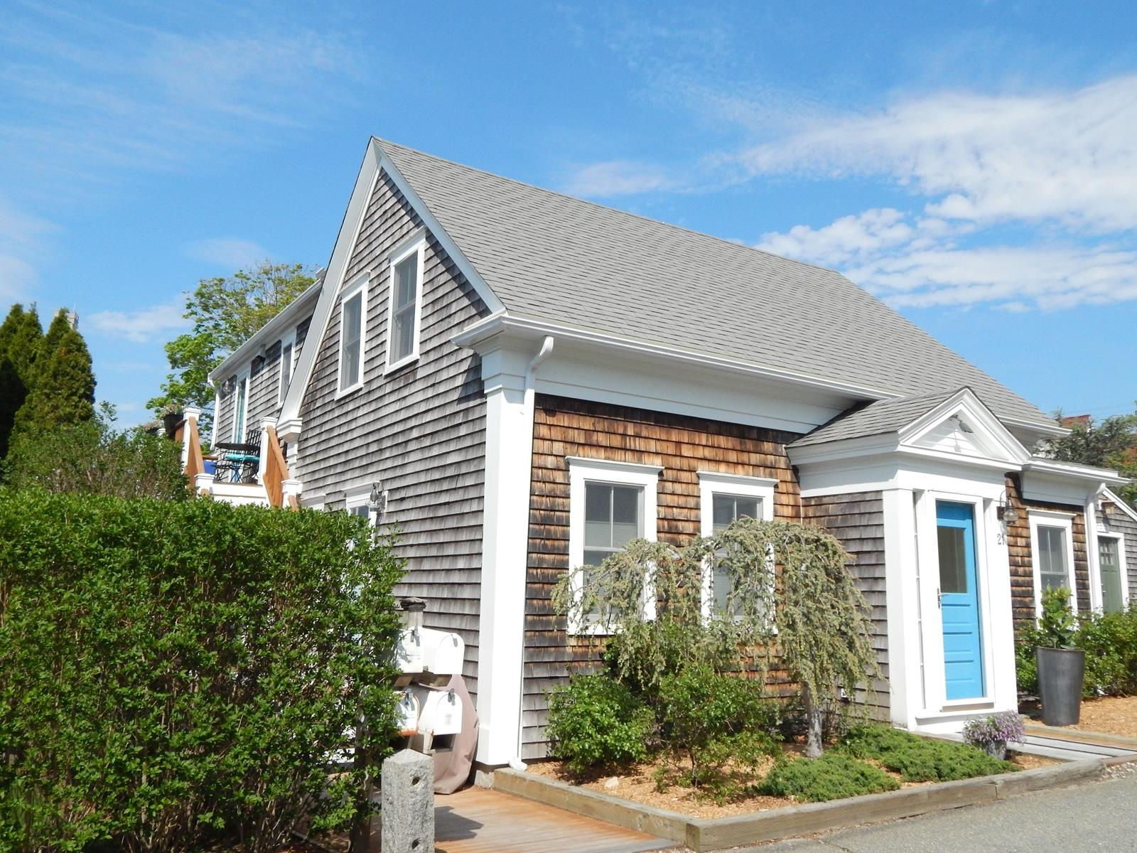 Condomínio para Venda às West End 3 Bedroom Condominium 21 Court Street, Unit 2 Provincetown, Massachusetts, 02657 Estados Unidos