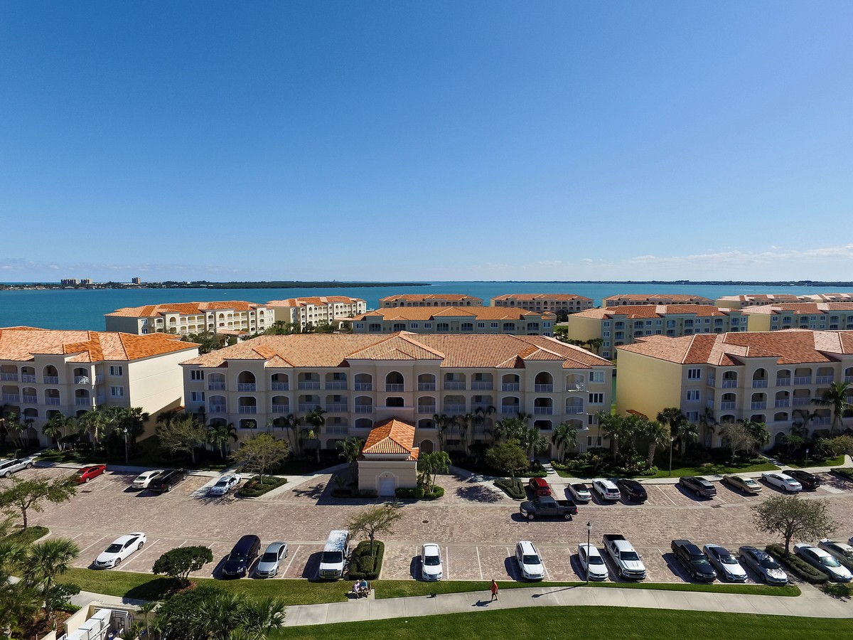 Eigentumswohnung für Verkauf beim Harbour Isle, Beachside Florida Resort Living 6 Harbour Isle Drive #306 Fort Pierce, Florida, 34949 Vereinigte Staaten