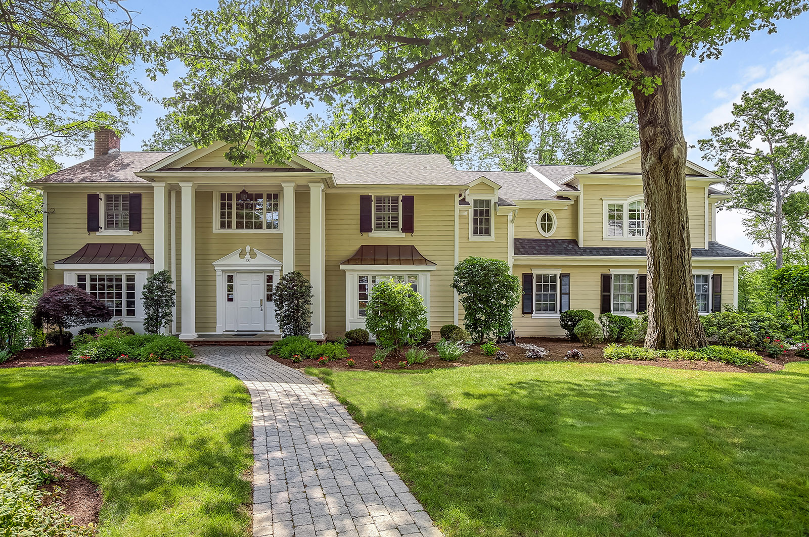 Single Family Home for Sale at Impressive Classic Colonial 28 Farbrook Drive Short Hills, New Jersey 07078 United States