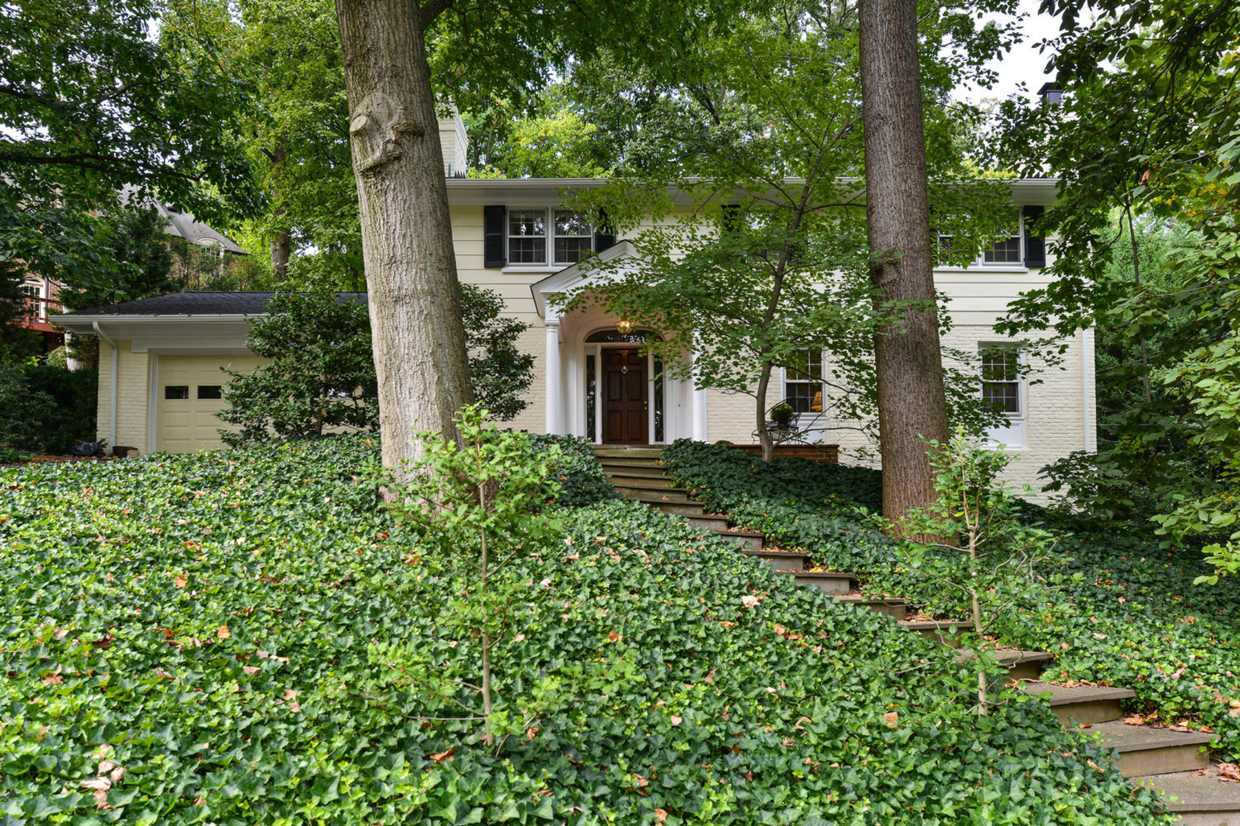 Additional photo for property listing at Belle Haven 6210 Foxcroft Rd Alexandria, Βιρτζινια 22307 Ηνωμενεσ Πολιτειεσ