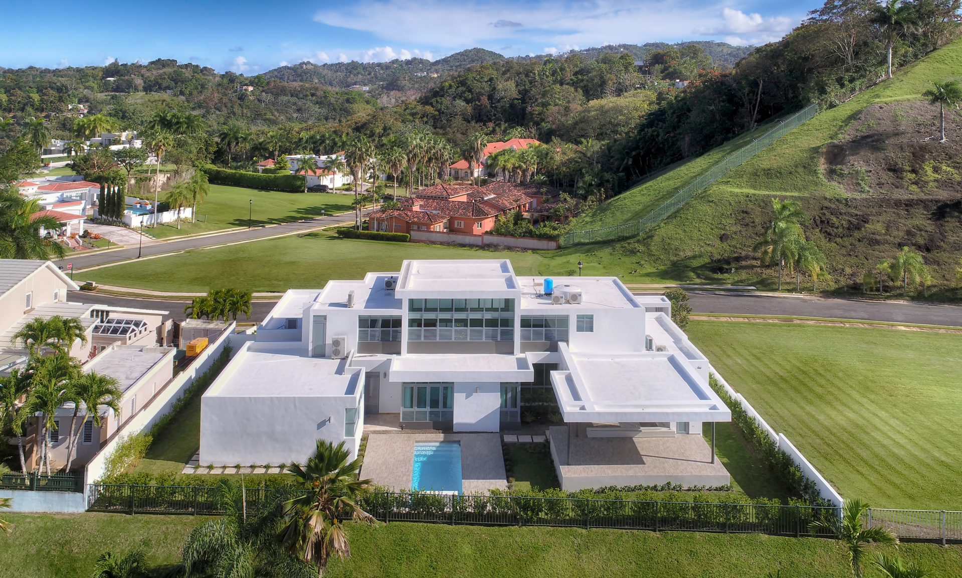 Additional photo for property listing at For Rent Stunning Architectural Estate 168 Calle Tortolla Montehiedra San Juan, Puerto Rico 00926 Πουερτο Ρικο