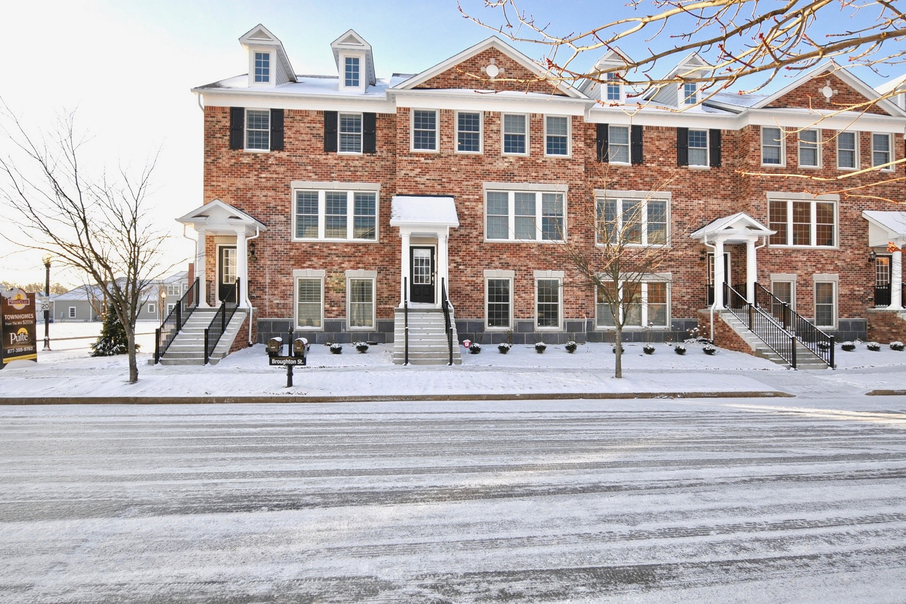 Casa unifamiliar adosada (Townhouse) por un Alquiler en Like New Luxury Townhome 2013 Broughton Street Carmel, Indiana 46032 Estados Unidos