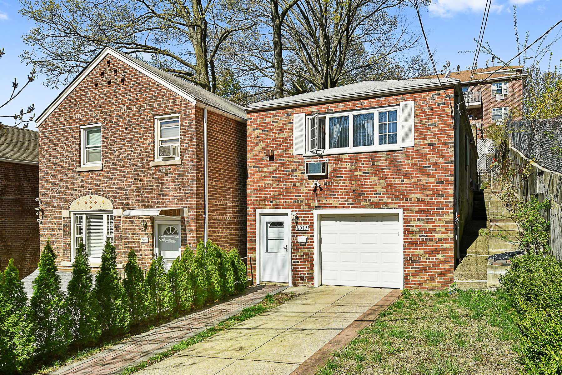 Casa para uma família para Venda às Leafy North Riverdale Detached Brick Home 6013 Huxley Avenue Riverdale, Nova York, 10471 Estados Unidos