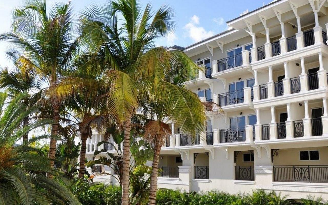 Autre bien résidentiel pour l Vente à Fully Furnished Ocean View Unit 3500 Ocean Dr Vero Beach, Florida, 32963 États-Unis