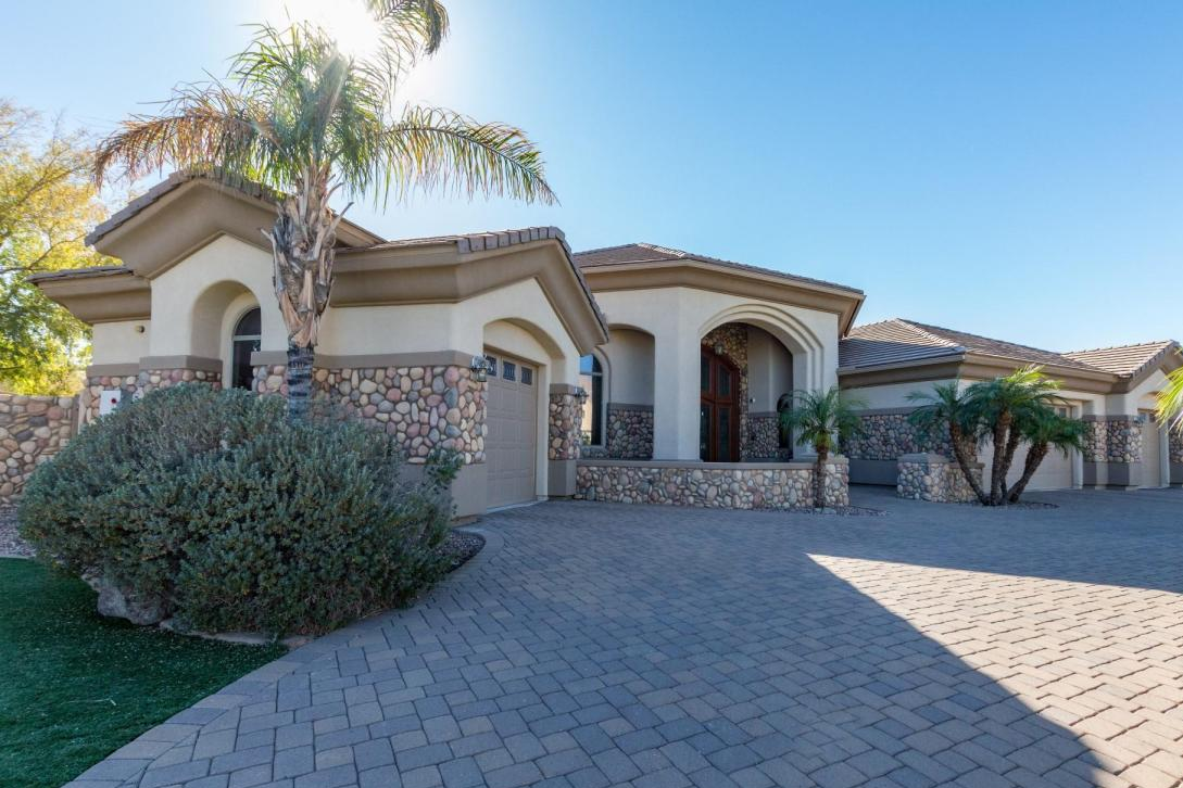Single Family Home for Sale at Beautiful Peoria Home with Solar 8313 W Cantera Peoria, Arizona 85383 United States