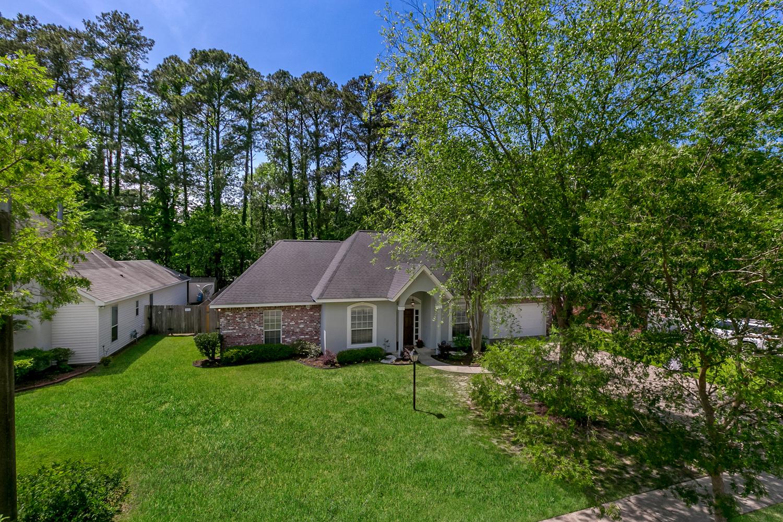 Tek Ailelik Ev için Satış at 2048 Timbercreek Lane 2048 Tiberkcreek Lane Mandeville, Louisiana, 70448 Amerika Birleşik Devletleri