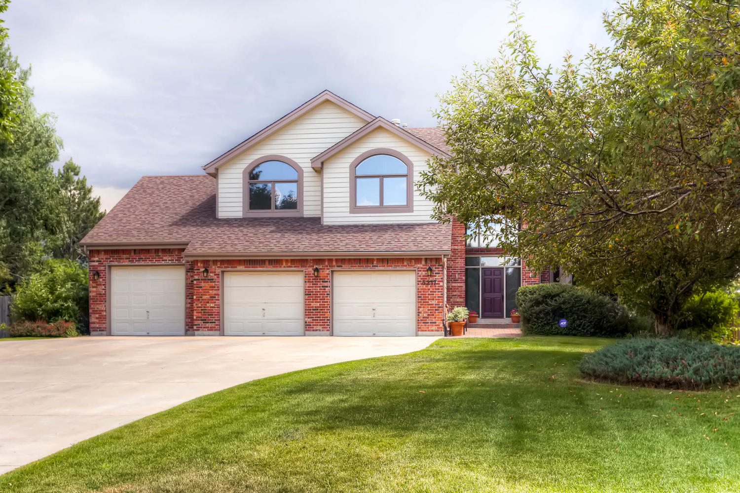 Single Family Home for Sale at Upscale Country Club Home 5217 Pinehurst Dr Boulder, Colorado, 80301 United States