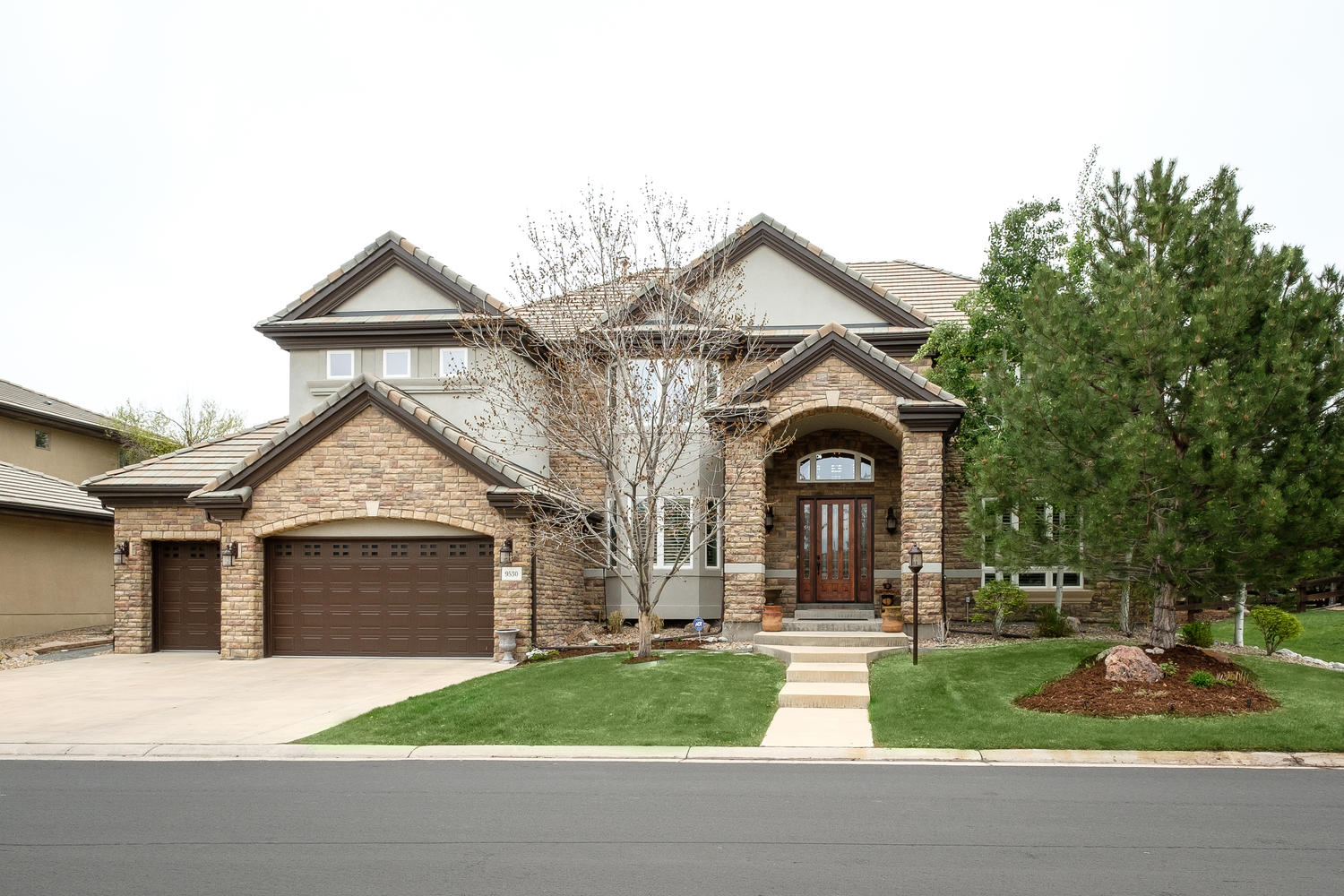 Single Family Home for Sale at Custom craftsmanship and stylish elegance 9530 S Shadow Hill Cir Lone Tree, Colorado, 80124 United States
