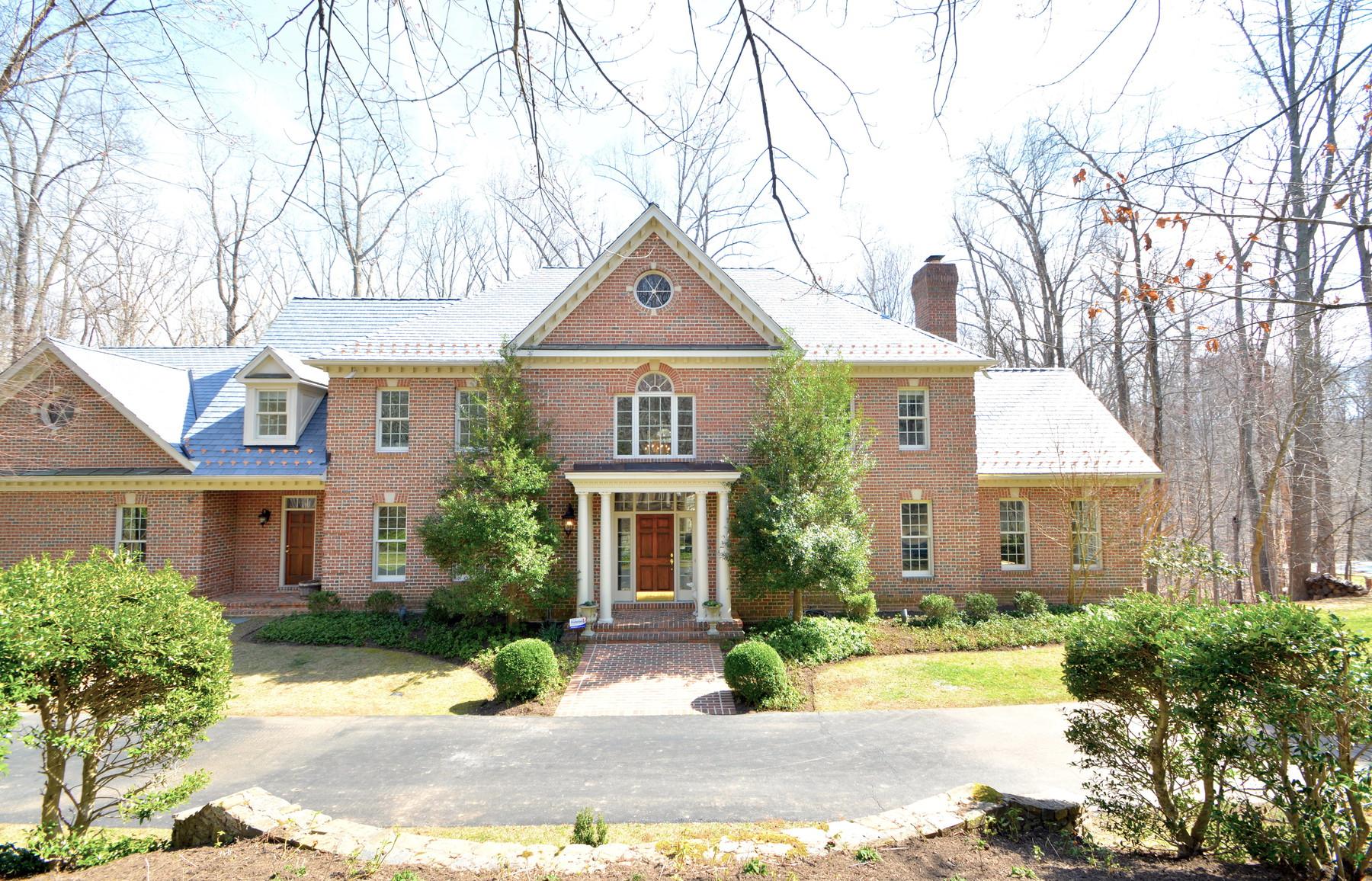 Maison unifamiliale pour l Vente à 10116 High Hill Court, Great Falls 10116 High Hill Ct Great Falls, Virginia, 22066 États-Unis