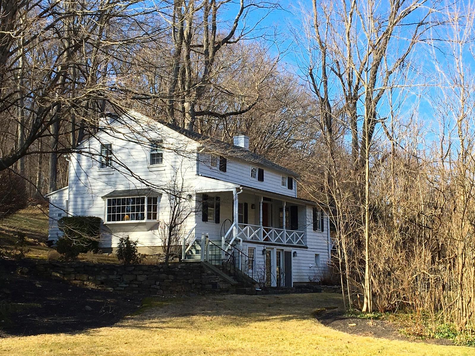 Частный односемейный дом для того Продажа на Buck House 816 South Bedford Road Bedford, Нью-Йорк, 10506 Соединенные Штаты