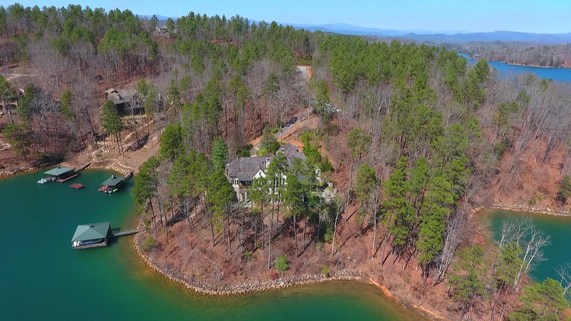 Villa per Vendita alle ore A True Waterfront Classic 404 Moonlit Trail The Cliffs At Keowee Falls, Salem, Carolina Del Sud, 29676 Stati Uniti