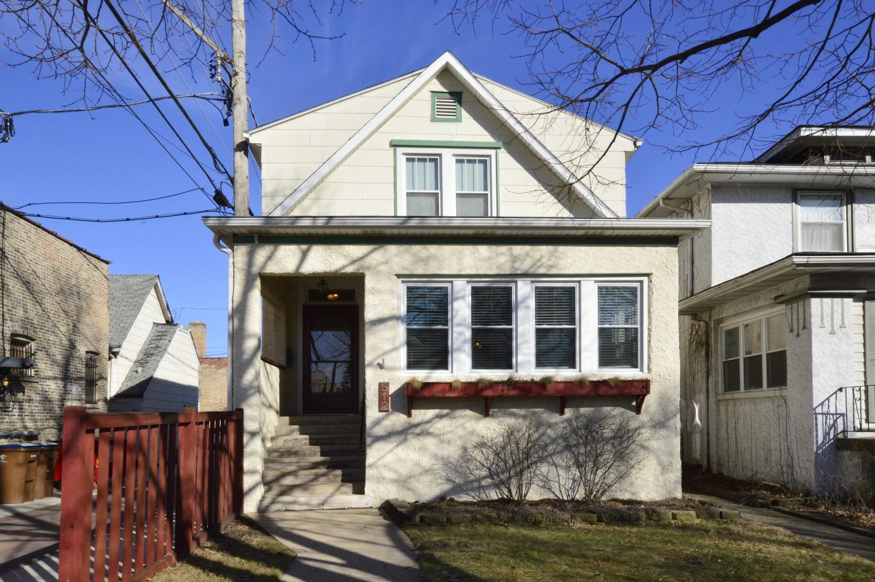 Nhà ở một gia đình vì Bán tại Beautifully Maintained Home 512 S Wesley Avenue Oak Park, Illinois, 60304 Hoa Kỳ