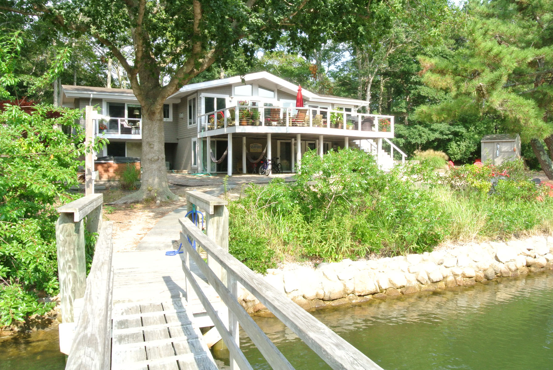 Villa per Vendita alle ore WATERFRONT HOME WITH DOCK 14 Capstan Circle New Seabury, Massachusetts, 02649 Stati Uniti