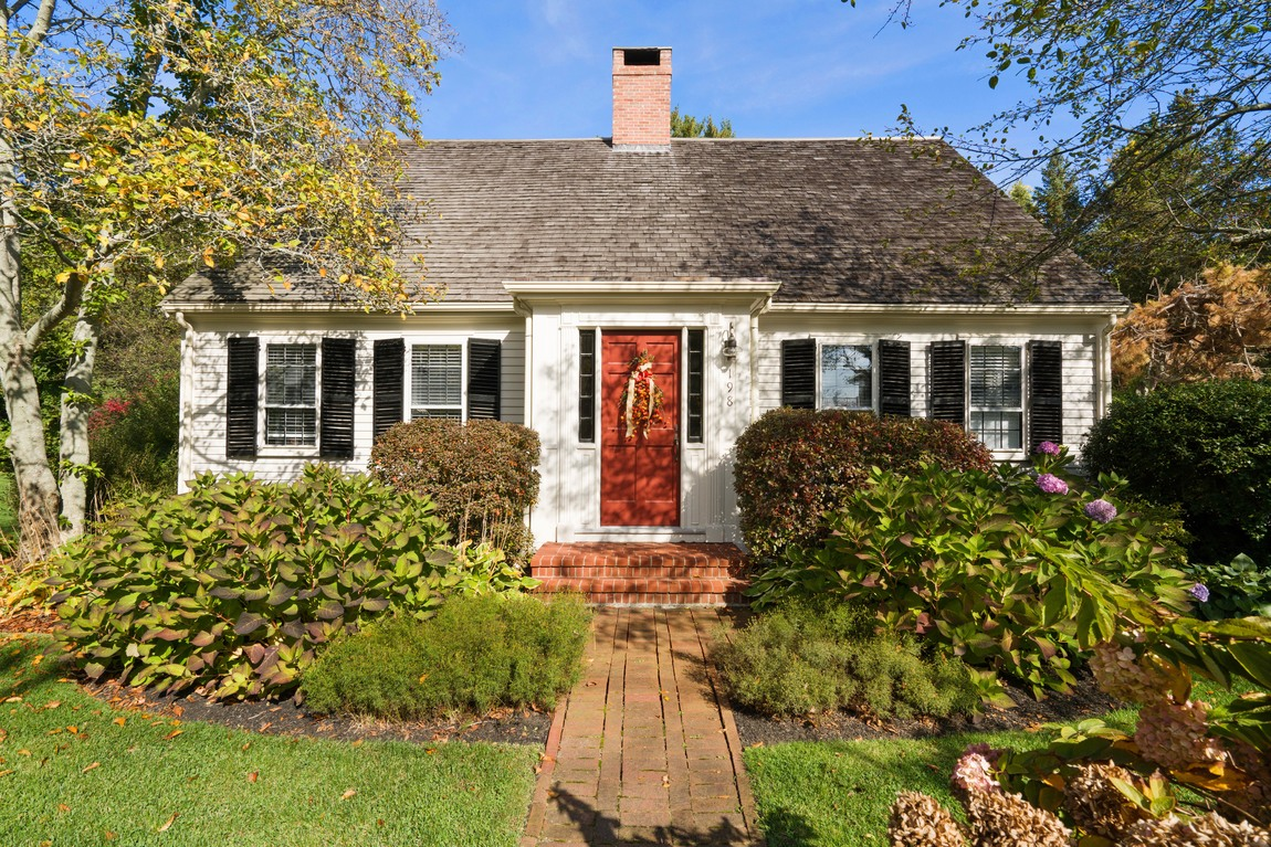 Casa Unifamiliar por un Venta en Timeless Country Classic 198 Saint George St Duxbury, Massachusetts, 02332 Estados Unidos