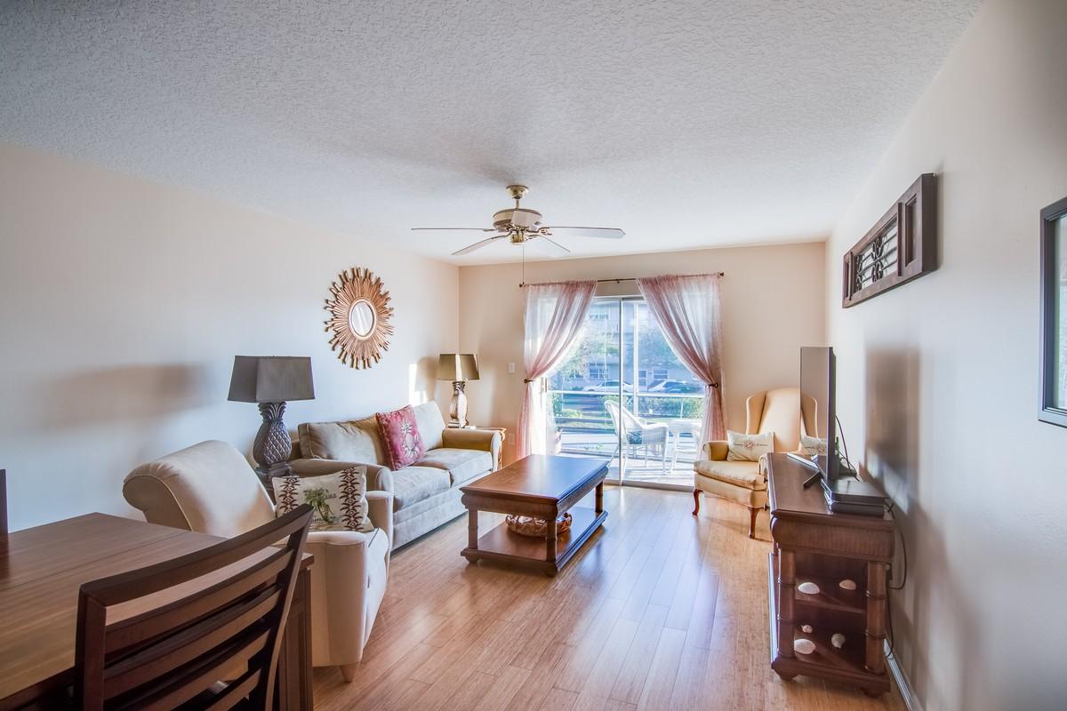 Condomínio para Venda às Colonnades Condo 1176 Bayshore DR, #202 Fort Pierce, Florida, 34949 Estados Unidos