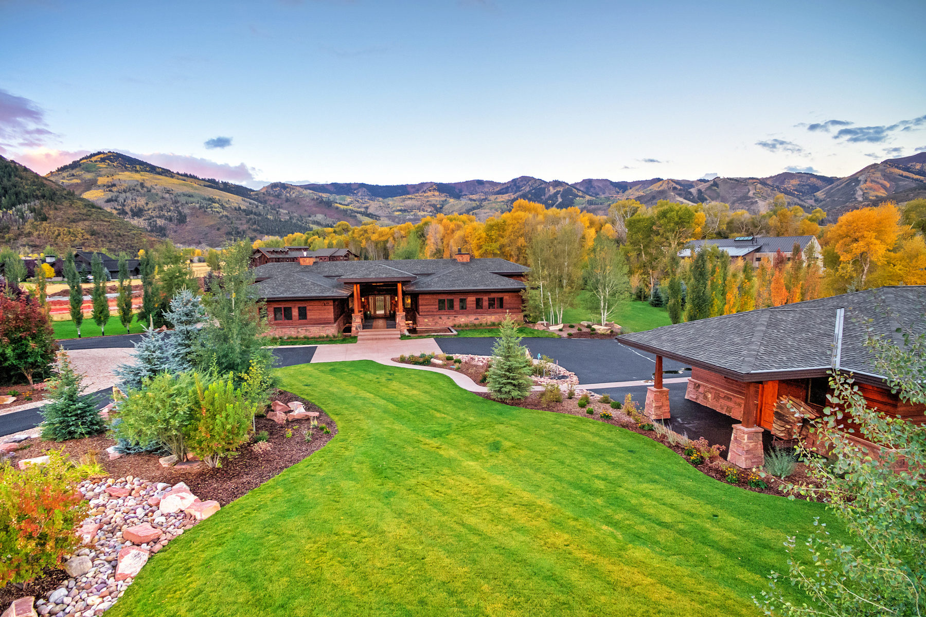 Casa para uma família para Venda às Old Ranch Road Sanctuary with Guest Home 4275 Quarry Mountain Rd Park City, Utah, 84098 Estados Unidos