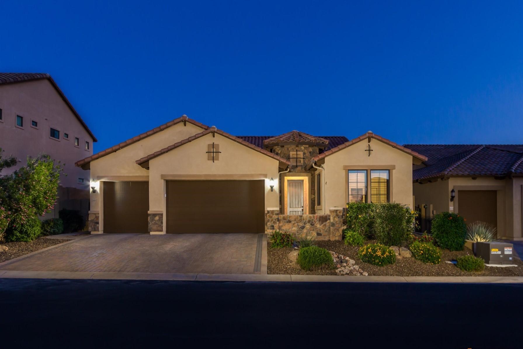 Maison unifamiliale pour l Vente à Resort-style living in Mountain Bridge gated community 8445 E Leland St Mesa, Arizona, 85207 États-Unis